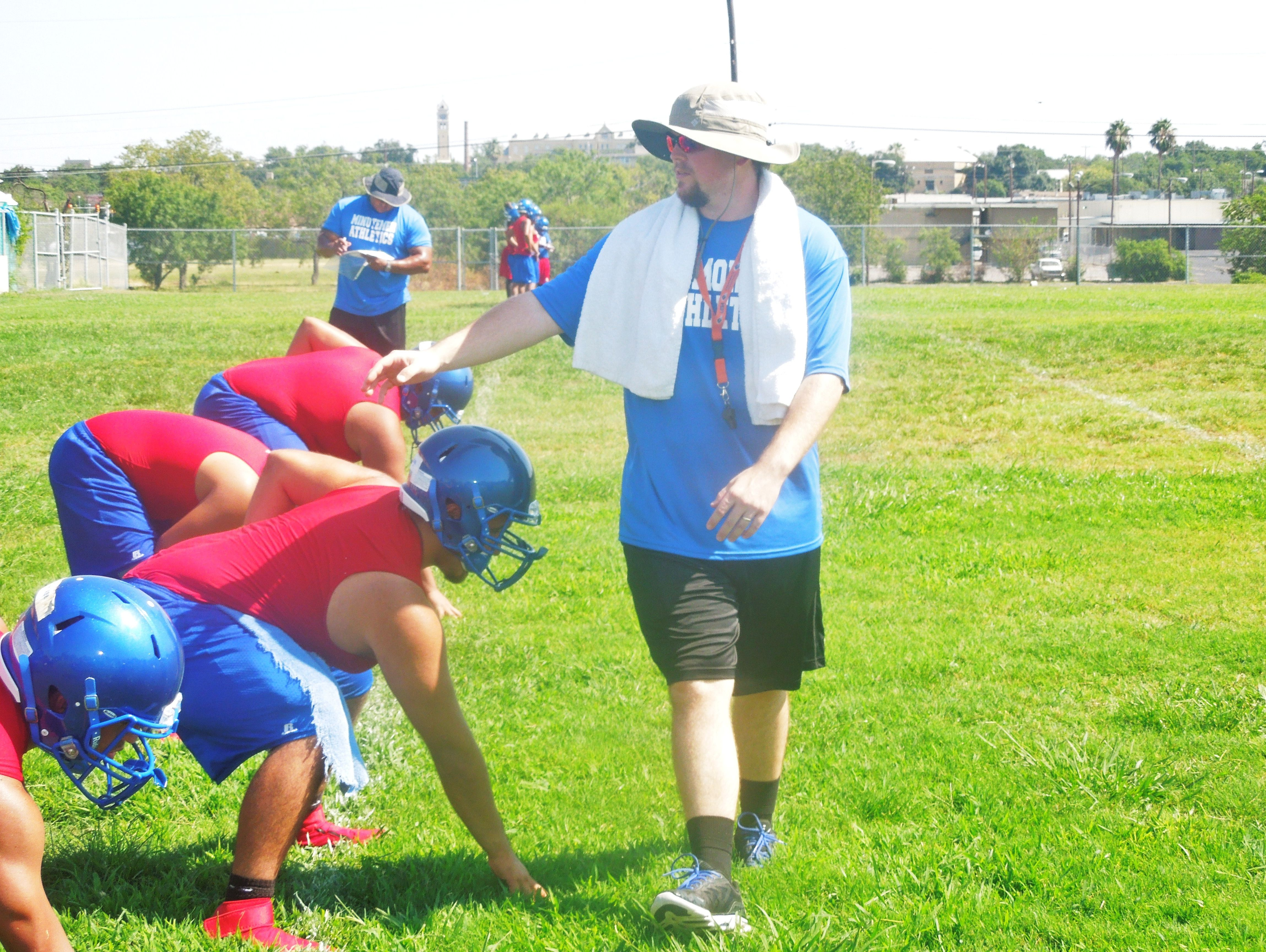 Former UTSA center Nate Leonard, working with his offensive lineman during practice Monday, started all 46 games for the Roadrunners in their first four seasons.