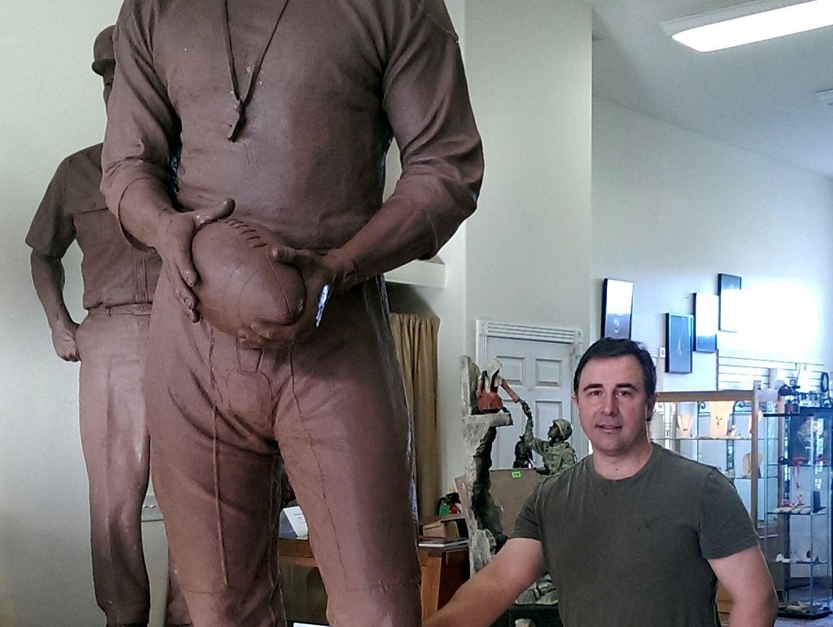 Don Requa Statue