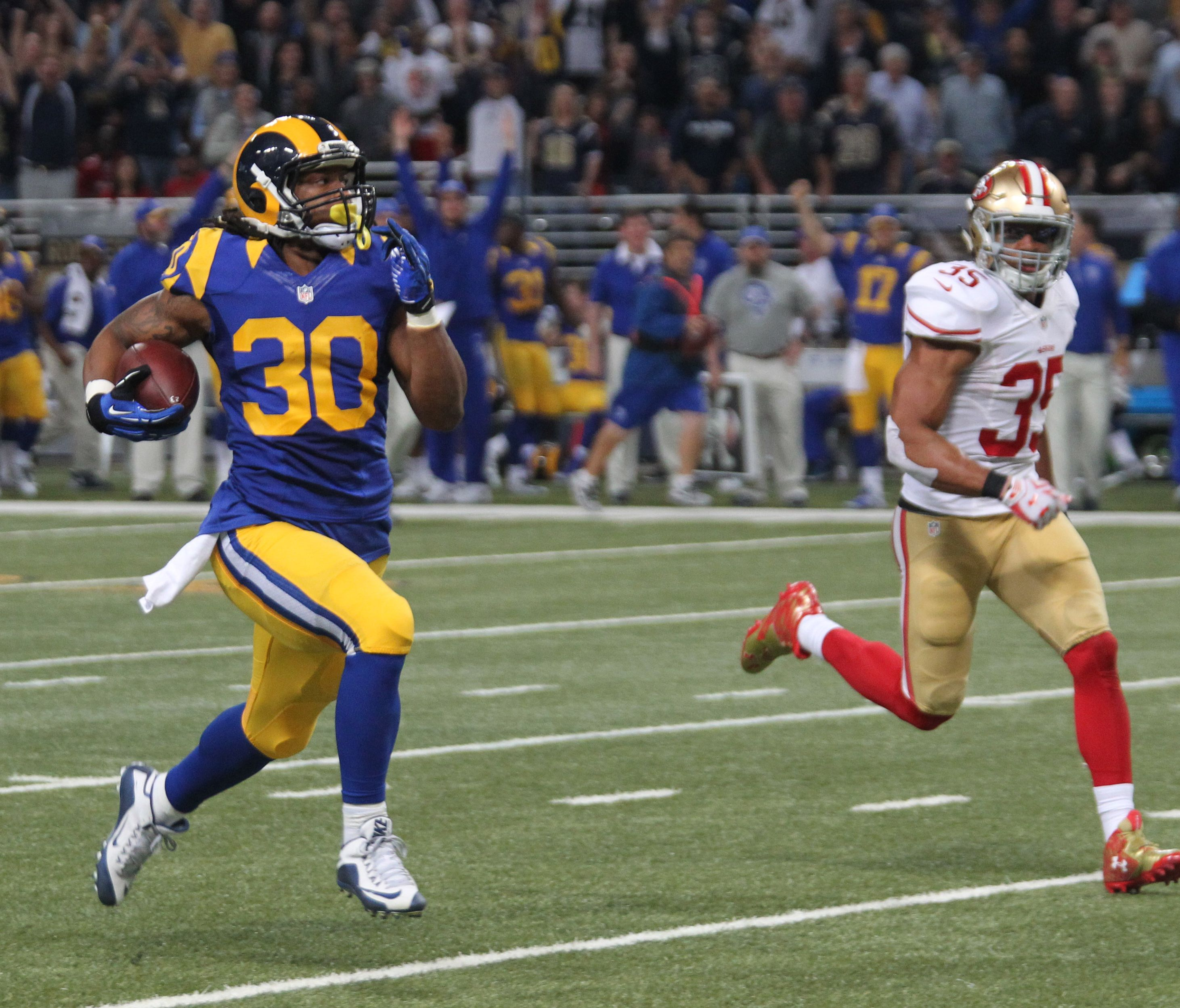Through Todd Gurley Rams Find A Pulse On Offense Ksdk Com