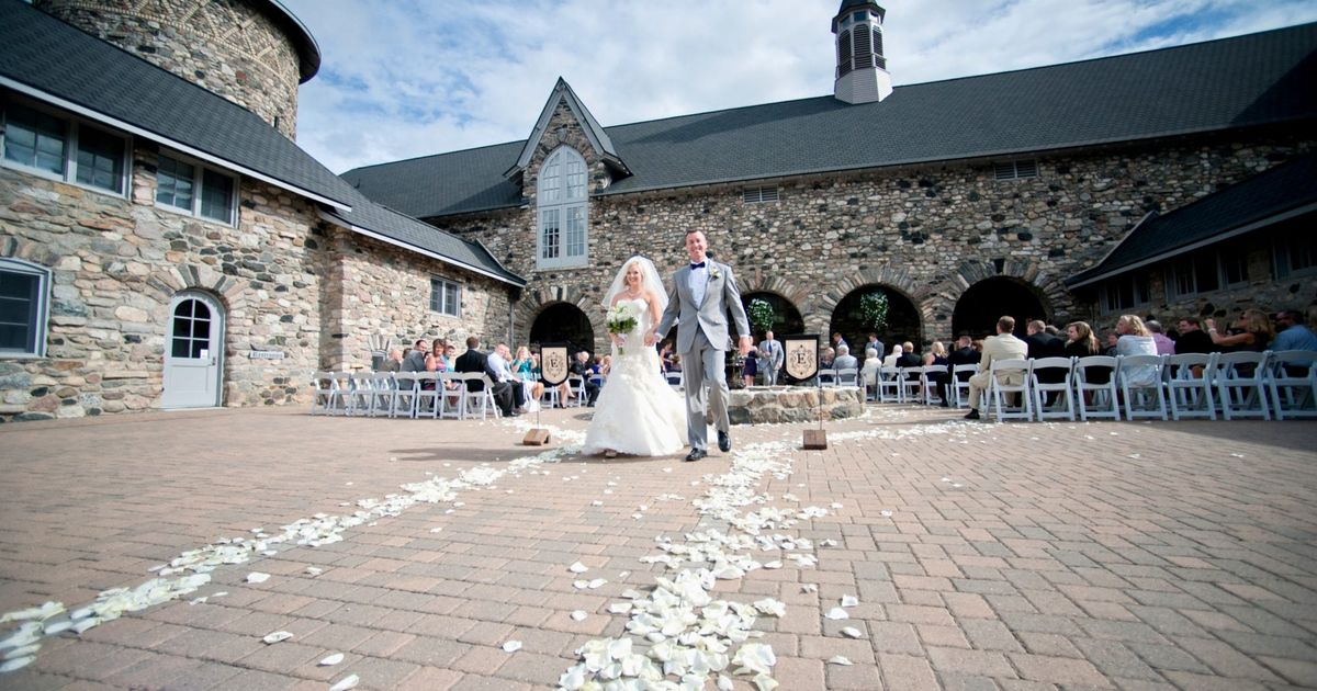 Marry in michigan top destination wedding spots for Top 5 wedding destinations