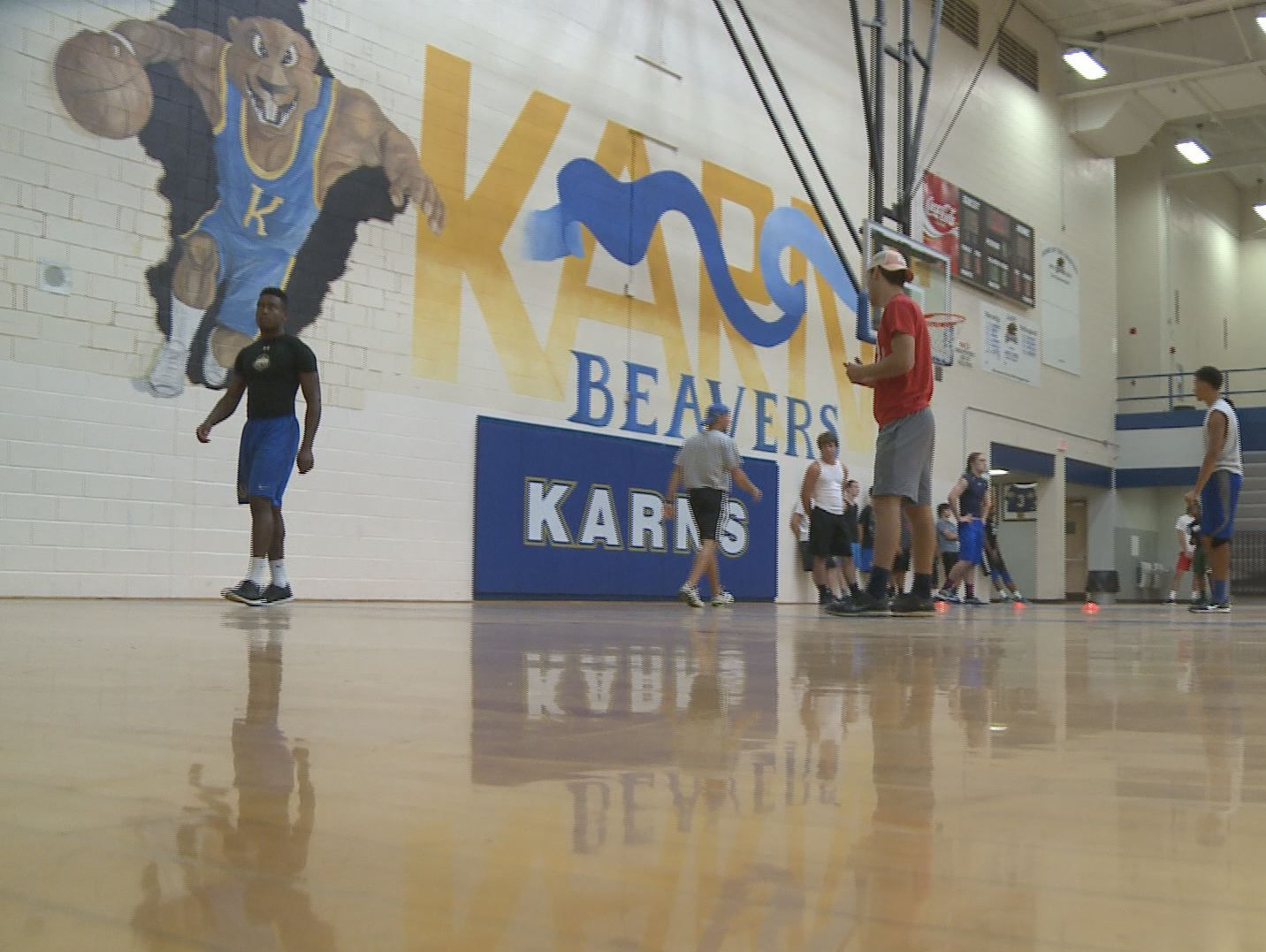 Karns practiced in the gym on Monday.